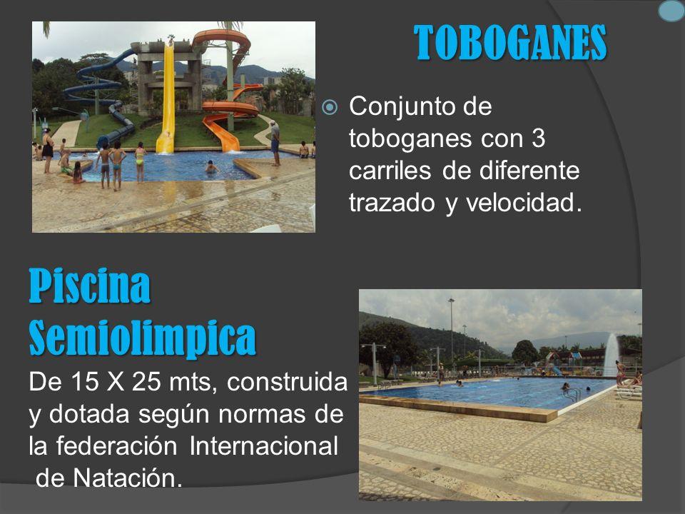 TOBOGANES Conjunto de toboganes con 3 carriles de diferente trazado y velocidad.