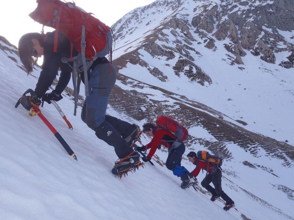 Disfruta de la montaña invernal con seguridad Visítanos en www.tocandocumbre.com