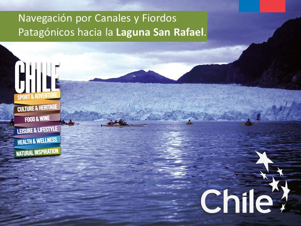 Navegación por Canales y Fiordos Patagónicos hacia la Laguna San Rafael.