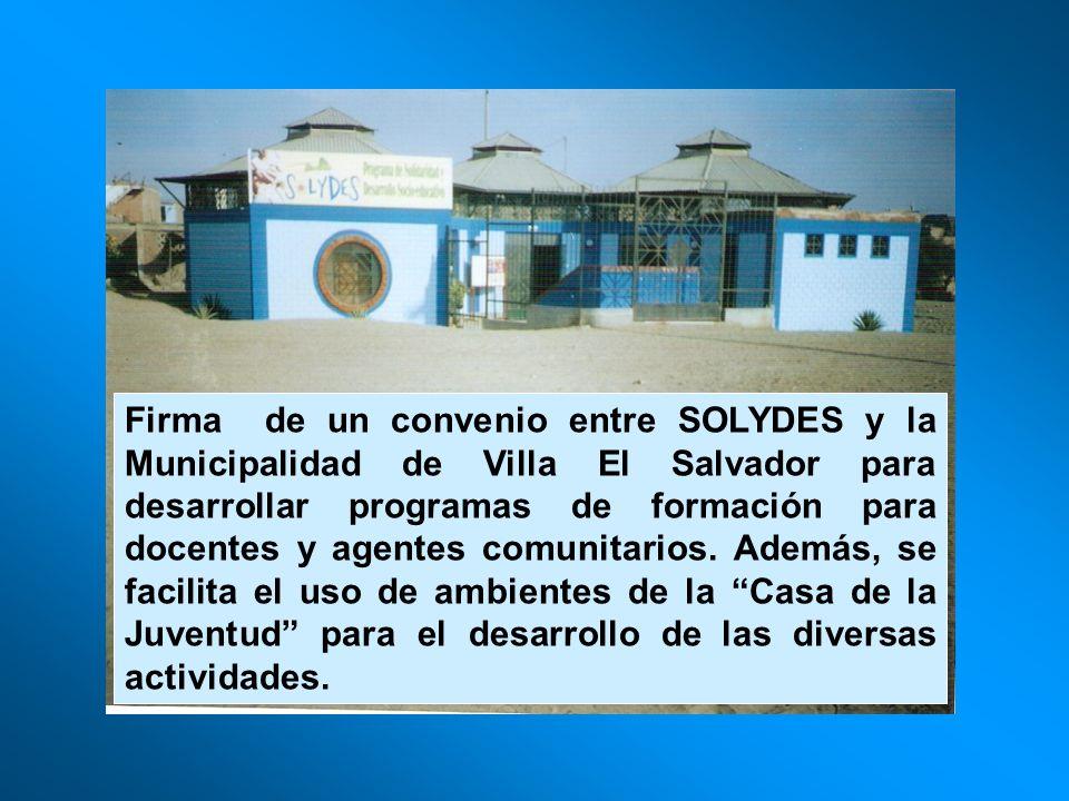 Firma de un convenio entre SOLYDES y la Municipalidad de Villa El Salvador para desarrollar programas de formación para docentes y agentes comunitario