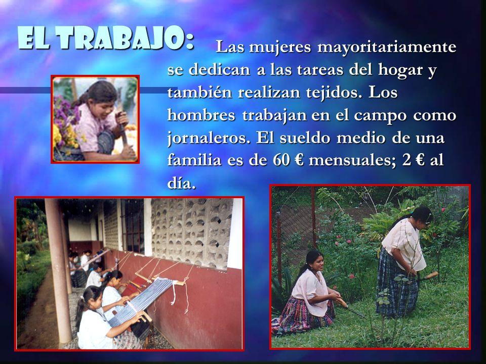 EL Trabajo: Las mujeres mayoritariamente se dedican a las tareas del hogar y también realizan tejidos. Los hombres trabajan en el campo como jornalero