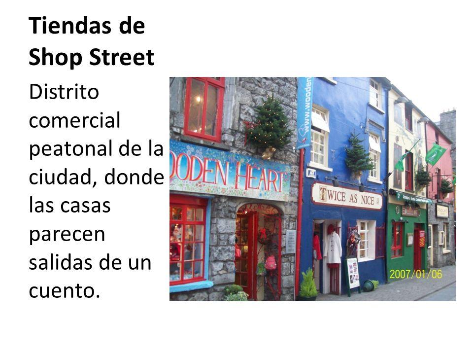 Tiendas de Shop Street Distrito comercial peatonal de la ciudad, donde las casas parecen salidas de un cuento.