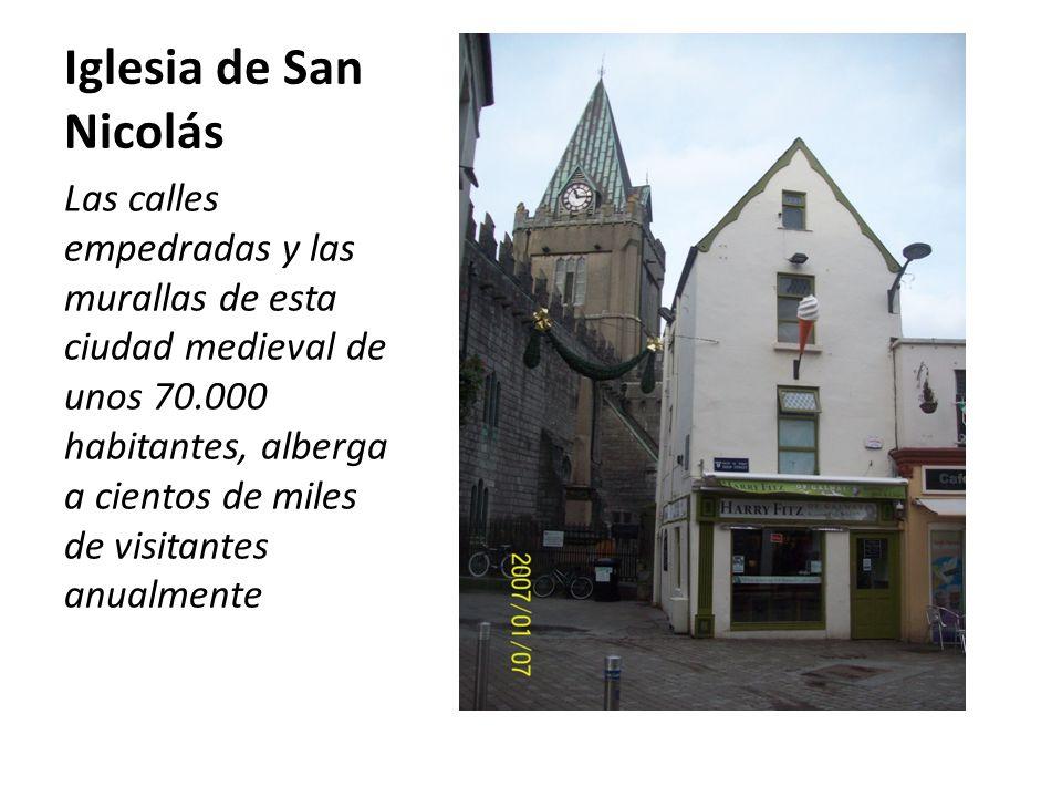 Iglesia de San Nicolás Las calles empedradas y las murallas de esta ciudad medieval de unos 70.000 habitantes, alberga a cientos de miles de visitantes anualmente