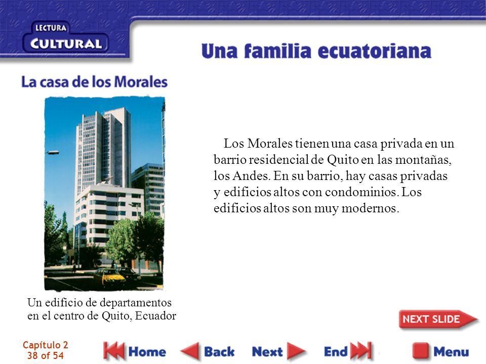 Capítulo 2 38 of 54 Los Morales tienen una casa privada en un barrio residencial de Quito en las montañas, los Andes.