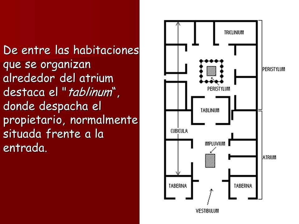 De entre las habitaciones que se organizan alrededor del atrium destaca el tablinum, donde despacha el propietario, normalmente situada frente a la entrada.