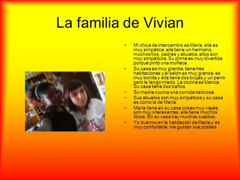 La familia de Vivian Mi chica de intercambio es María, ella es muy simpática, ella tiene un hermano, muchos tíos, padres y abuelos, ellos son muy simp