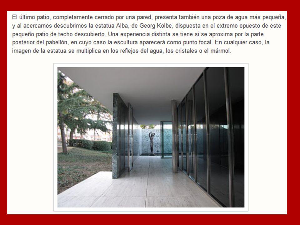 EMPLAZAMIENTO El Pabellón Alemán se ubica en el extremo oeste de la Plaza de Carles Buigas, un espacio transversal al gran eje monumental del Montjuic que vincula visualmente en ambos extremos a la Plaza España y el Palau Nacional.