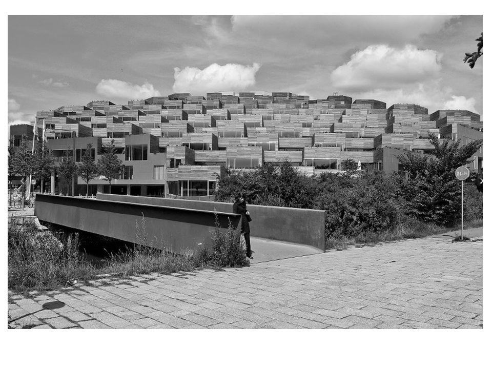 DATOS SOBRE DENSIDAD SUPERFICIE CONSTRUIDA: 33.000 m 2 CAPACIDAD: 2/3 estacionamientos, 1/3 vivienda 480 estacionamientos.