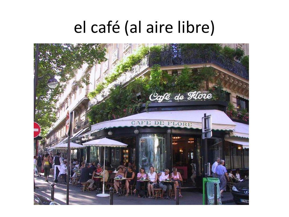 el café (al aire libre)