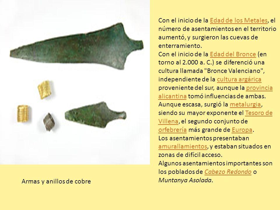 Armas y anillos de cobre Con el inicio de la Edad de los Metales, el número de asentamientos en el territorio aumentó, y surgieron las cuevas de enter