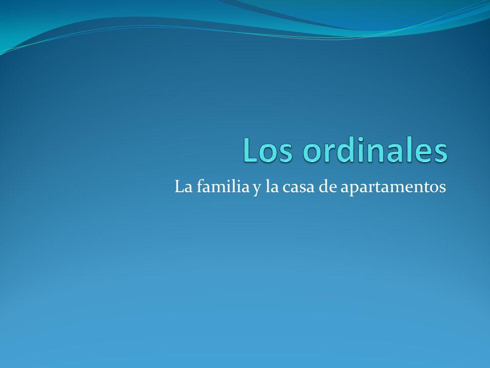 La familia y la casa de apartamentos