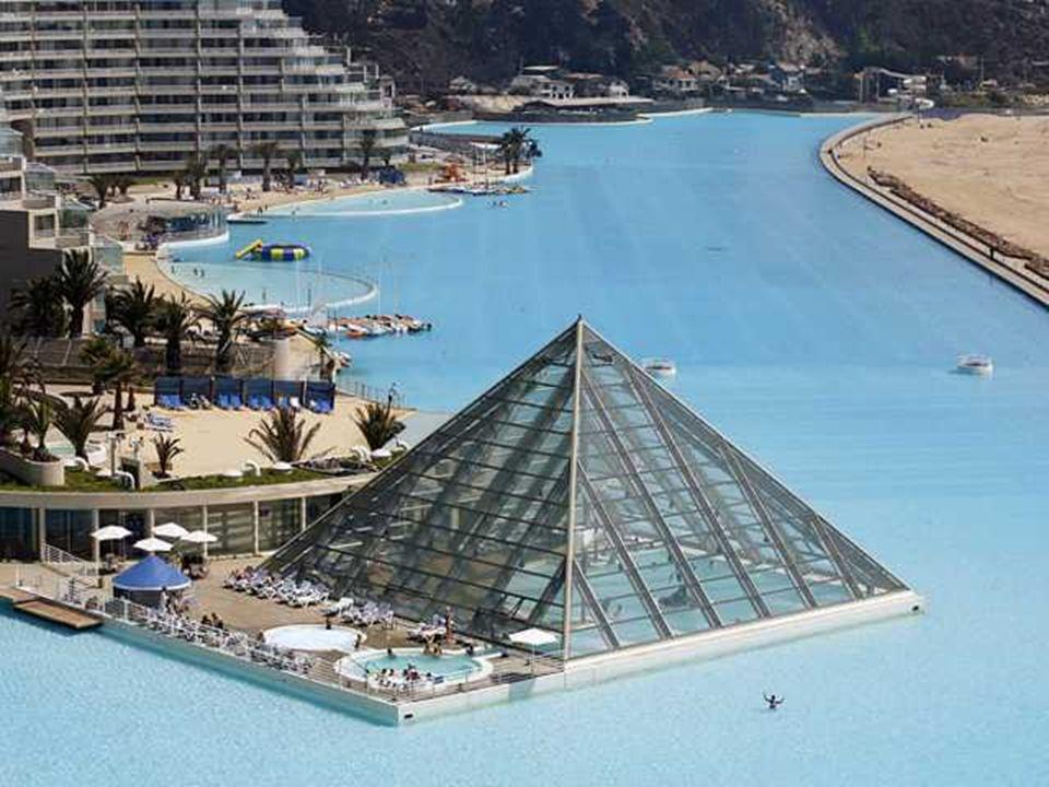 Para construir esta piscina se requirió una inversión de 3,5 millones de dólares, según información de su constructor Crystal Lagoons.