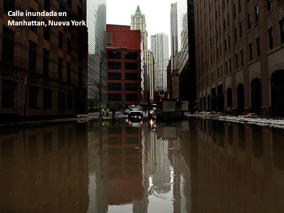 Calle inundada en Manhattan, Nueva York