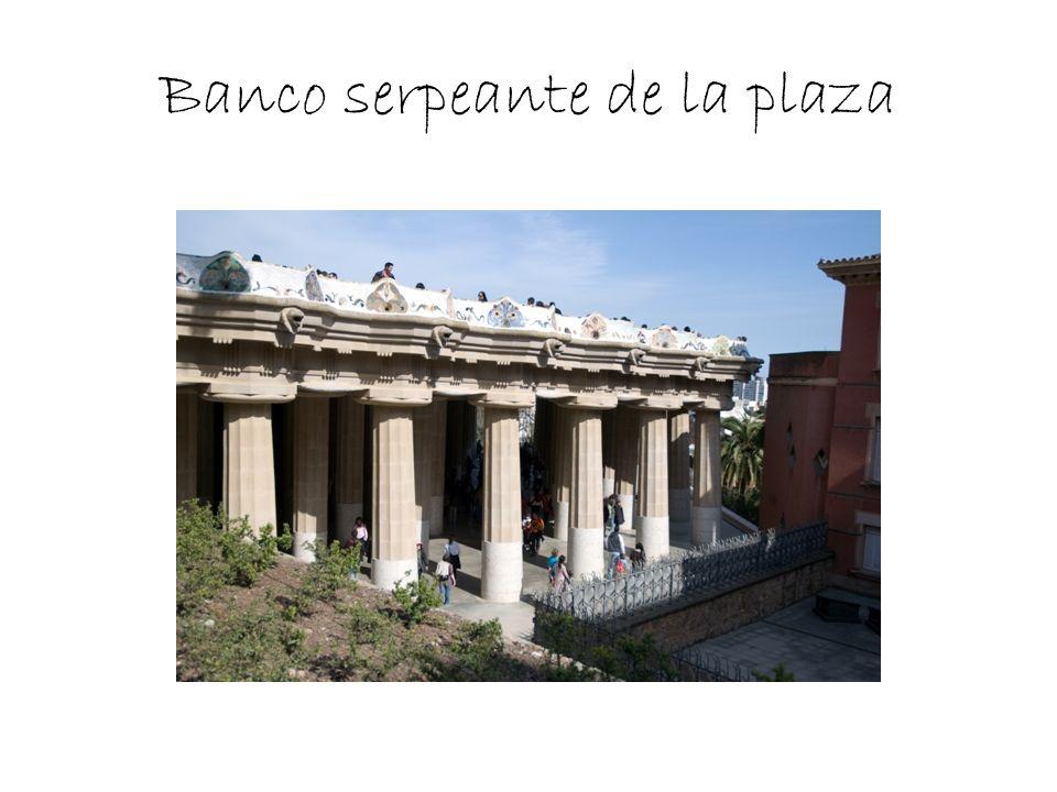 Banco serpeante de la plaza