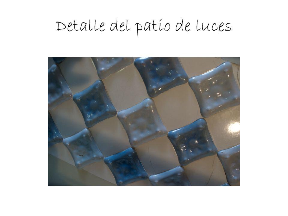 Se trata del mayor proyecto de Gaudí, el gran proyecto de su vida, pero murió antes de terminarlo.