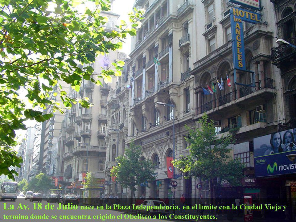 El Palacio Salvo Se ubica en la esquina de la Avenida 18 de Julio y Plaza Independencia es un edificio emblemático de la ciudad Fue inaugurado el 12 de octubre de 1928 tiene 95 metros y 27 pisos