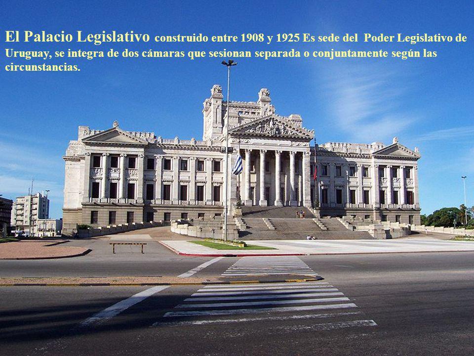 El Obelisco de los Constituyentes de 1830 es una obra del escultor Jose Luis Zorrilla de San Martin que rinde homenaje a los participantes en la Asamb