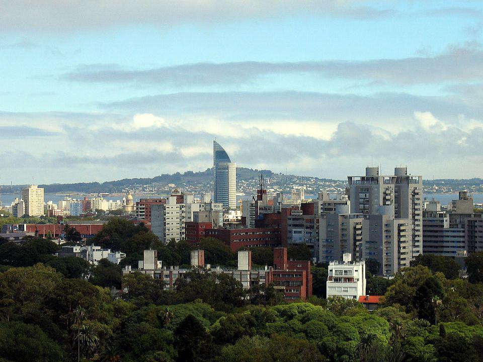La Torre de las Telecomunicaciones, es la sede de la compañía estatal de telecomunicaciones ANTEL.