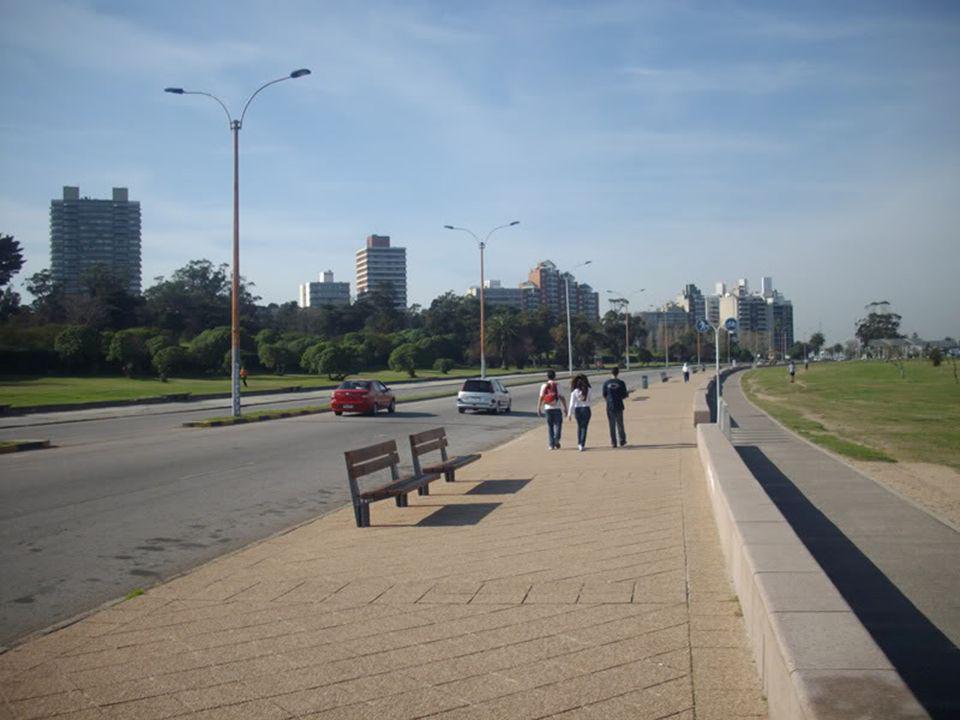 Montevideo tiene un hermoso arco de playas.
