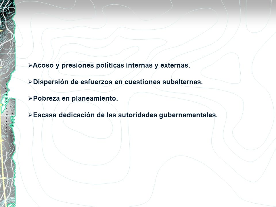 Acoso y presiones políticas internas y externas. Dispersión de esfuerzos en cuestiones subalternas. Pobreza en planeamiento. Escasa dedicación de las