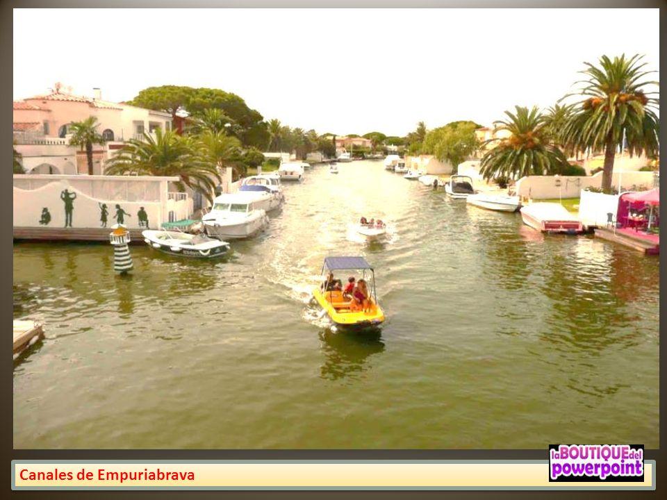 Empuriabrava Ésta inspirada sobre todo en otros proyectos similares surgidos en Florida, y que a su vez pretendían imitar el ideal romántico de la Ven