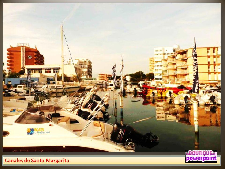 Canales de Santa Margarita, una de las urbanizaciones de Rosas que se caracteriza por tener toda una red de canales navegables que desembocan al mar.