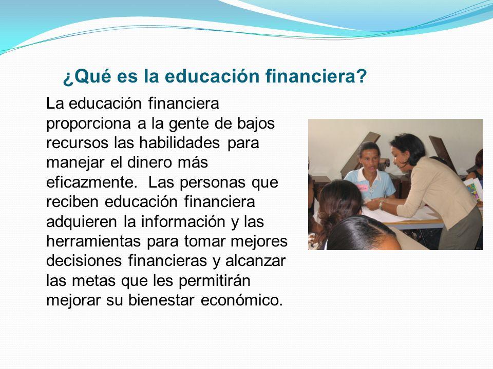 La educación financiera proporciona a la gente de bajos recursos las habilidades para manejar el dinero más eficazmente. Las personas que reciben educ
