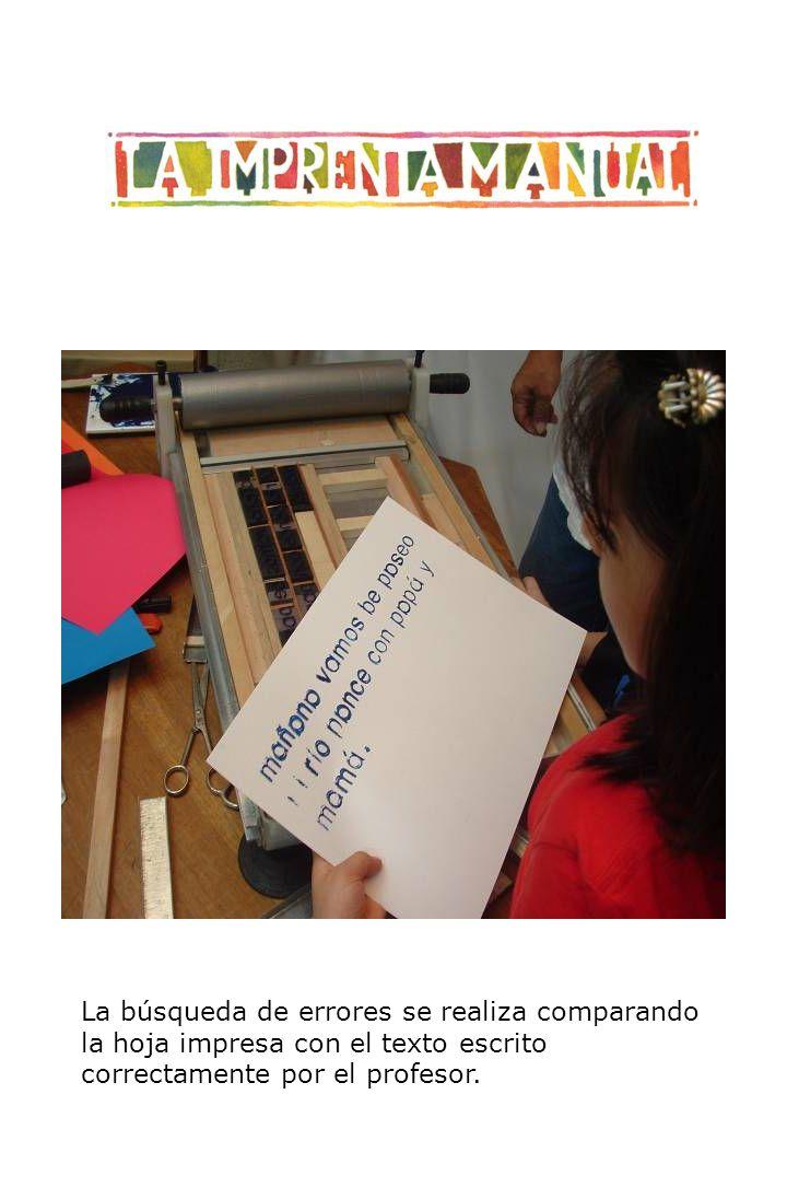 La búsqueda de errores se realiza comparando la hoja impresa con el texto escrito correctamente por el profesor.