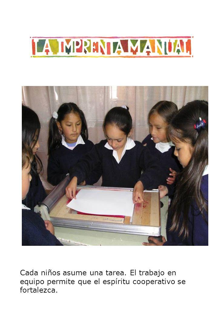 Cada niños asume una tarea. El trabajo en equipo permite que el espíritu cooperativo se fortalezca.