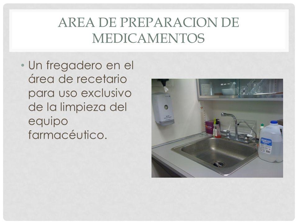 AREA DE PREPARACION DE MEDICAMENTOS Un fregadero en el área de recetario para uso exclusivo de la limpieza del equipo farmacéutico.