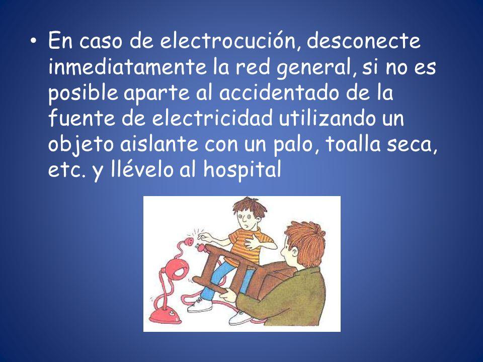 En caso de electrocución, desconecte inmediatamente la red general, si no es posible aparte al accidentado de la fuente de electricidad utilizando un