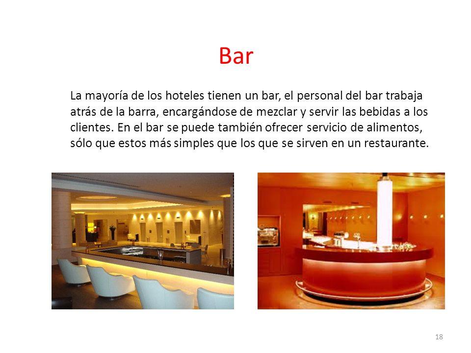 La mayoría de los hoteles tienen un bar, el personal del bar trabaja atrás de la barra, encargándose de mezclar y servir las bebidas a los clientes. E