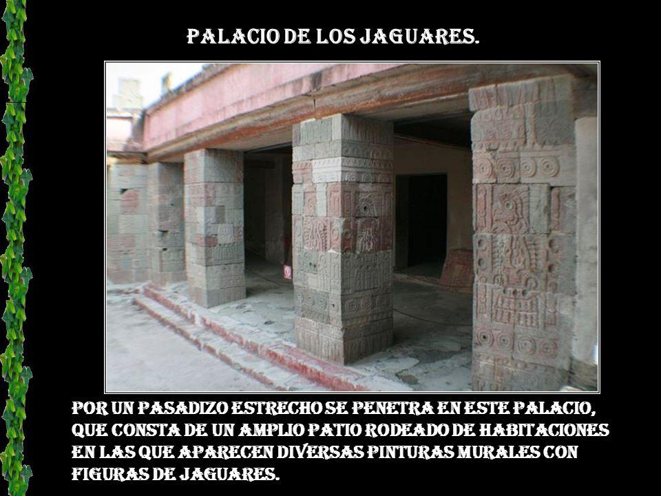El palacio de Quetzalpapalotl:Se supone fue el aposento de un gran señor o de un supremo sacerdote, sobresalen los pilares del patio interior adornado