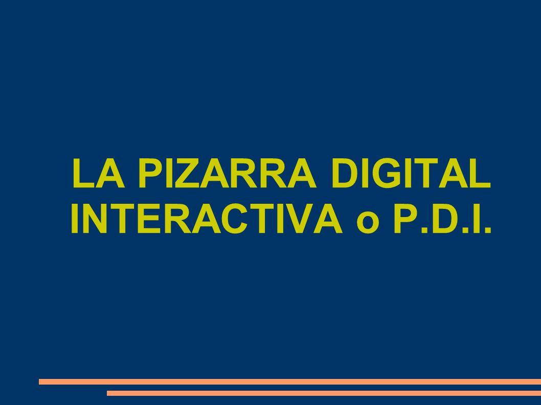 PIZARRAS DIGITALES Una pizarra digital (PD) es un sistema tecnológico integrado por un ordenador multimedia conectado a Internet y un videoproyector (cañón de proyección) que presenta sobre una pantalla o pared de gran tamaño lo que muestra el monitor del ordenador +