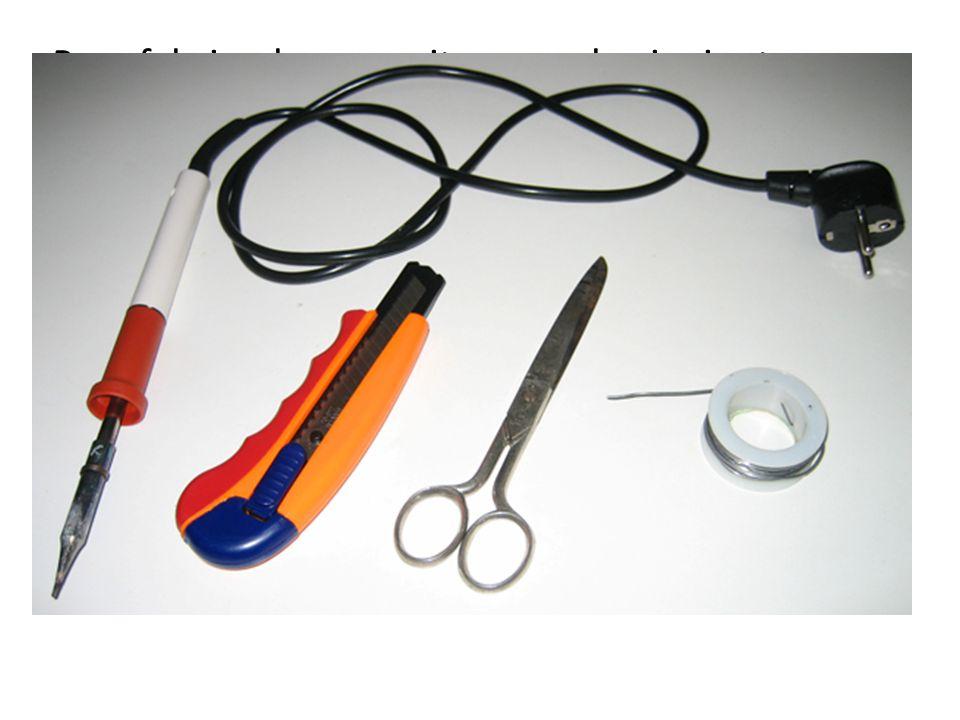 Para fabricarlos necesitaremos lo siguiente: Soldador de lápiz de 30 vatios (recomiendo JCB) Estaño (de calidad, no escatiméis en este aspecto) Tijera