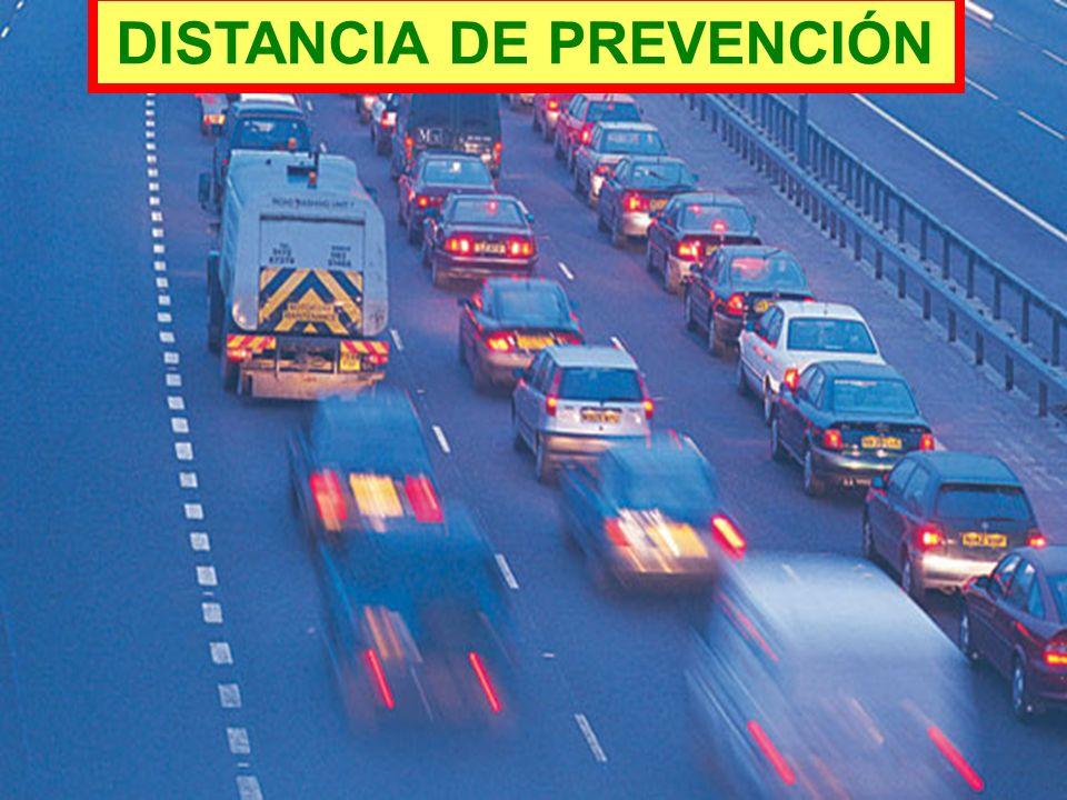 El conductor está obligado a conservar la distancia suficiente entre el vehículo que conduce y el vehículo que lo precede, que le permita si se produc