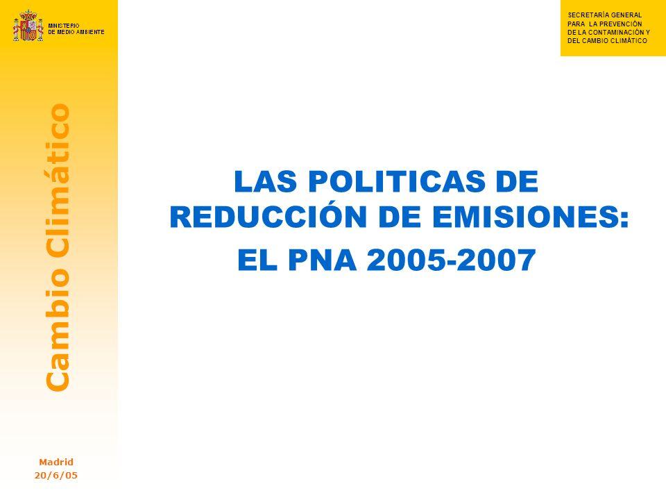 SECRETARIA GENERAL PARA SECRETA RÍA GENERAL PARA LA PREVENC IÓN DE LA CONTAMI NACIÓN Y DEL CAMBIO CLIMÁTIC OSSSS S SECRETARÍA GENERAL PARA LA PREVENCIÓN DE LA CONTAMINACIÓN Y DEL CAMBIO CLIMÁTICO Cambio Climático Madrid 20/6/05 18 Las emisiones difusas (II) El control de las emisiones difusas es imprescindible para cumplir el PK Ello exige políticas públicas y participación ciudadana Además de las Comunidades Autónomas, las ciudades deben tener un papel clave A través de la FEMP, las ciudades están representadas en el Consejo Nacional del Clima y en la Comisión de Coordinación de Políticas de Cambio Climático Acuerdo FEMP – MMA: Red Española de Ciudades por el Clima (1 M)