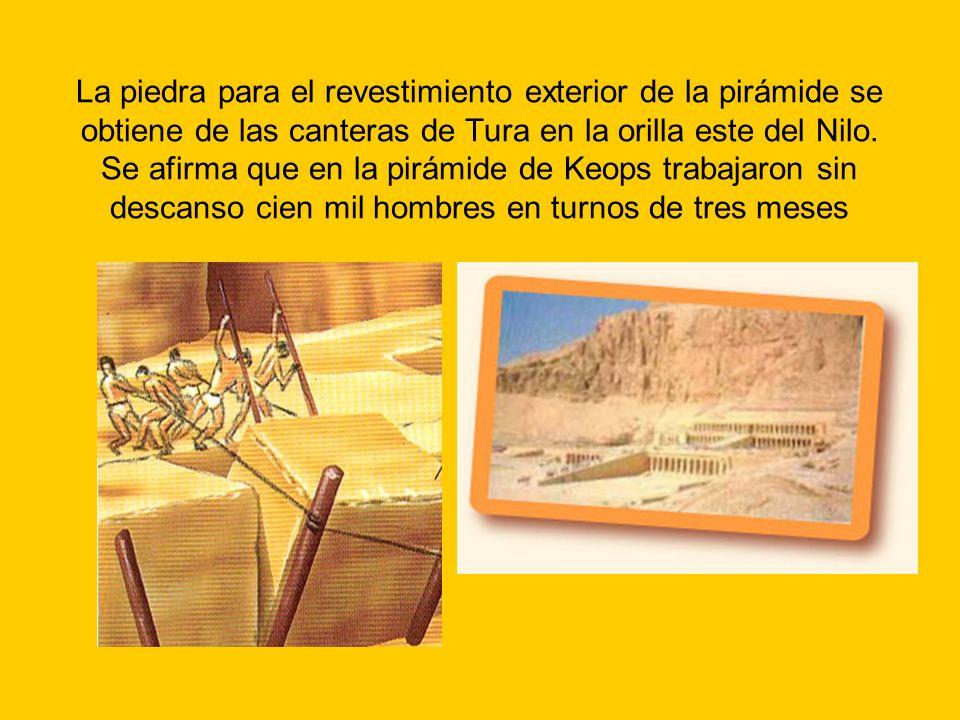 La piedra para el revestimiento exterior de la pirámide se obtiene de las canteras de Tura en la orilla este del Nilo.