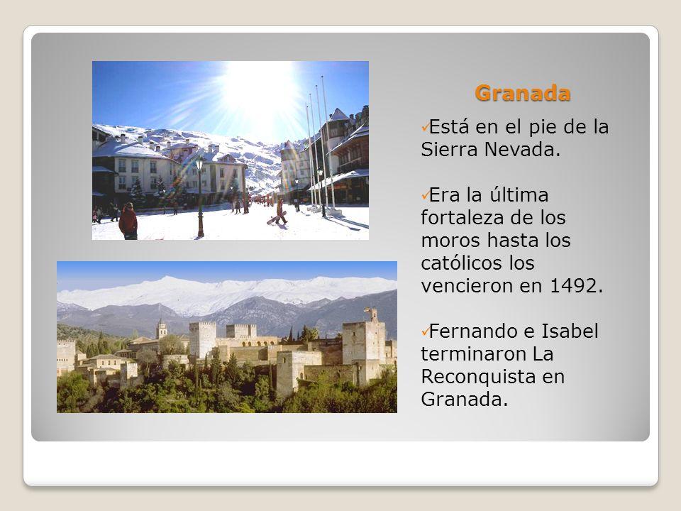Granada Está en el pie de la Sierra Nevada.