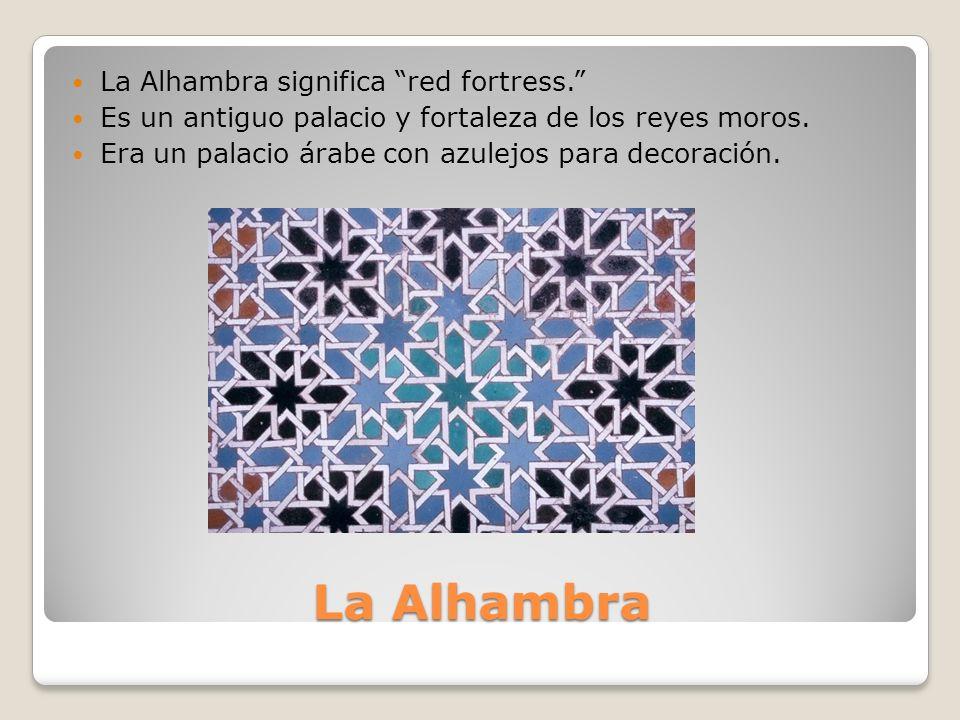 La Alhambra significa red fortress. Es un antiguo palacio y fortaleza de los reyes moros.