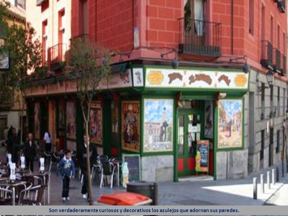 Esta es la calle del Nuncio en una de cuyas esquinas está el restaurante llamado también El Madroño