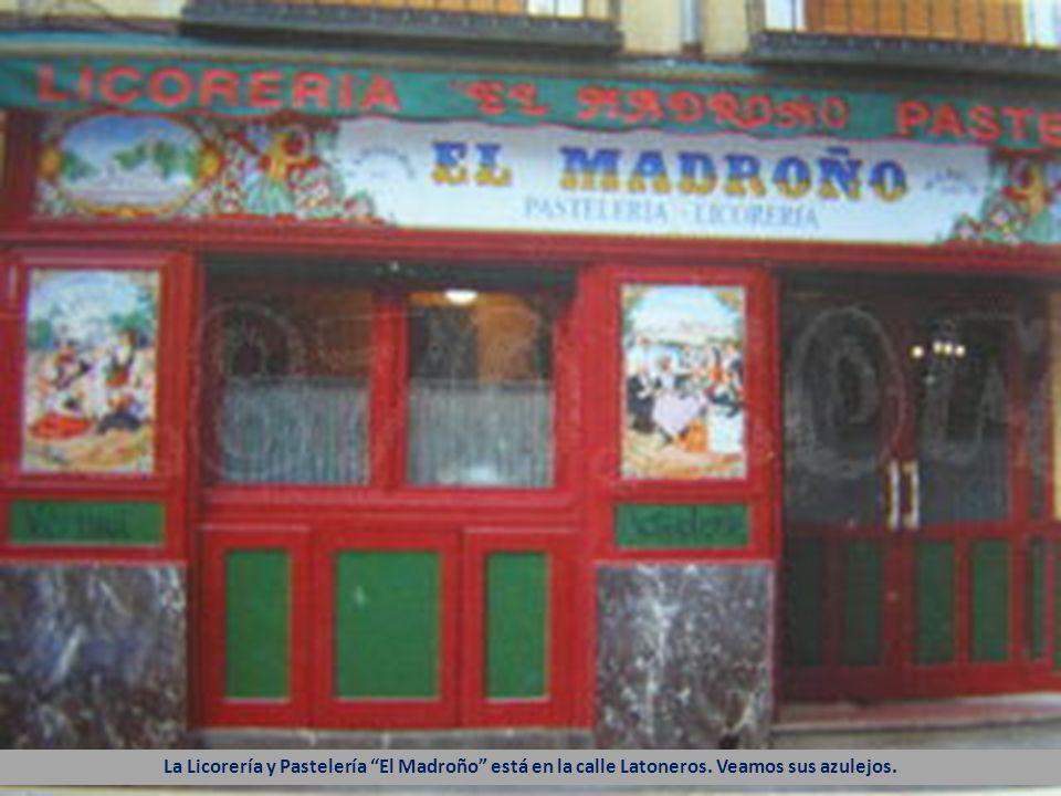 La Licorería y Pastelería El Madroño está en la calle Latoneros. Veamos sus azulejos.