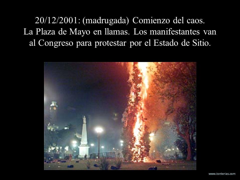 www.tonterias.com 20/12/2001: (madrugada) Comienzo del caos. La Plaza de Mayo en llamas. Los manifestantes van al Congreso para protestar por el Estad