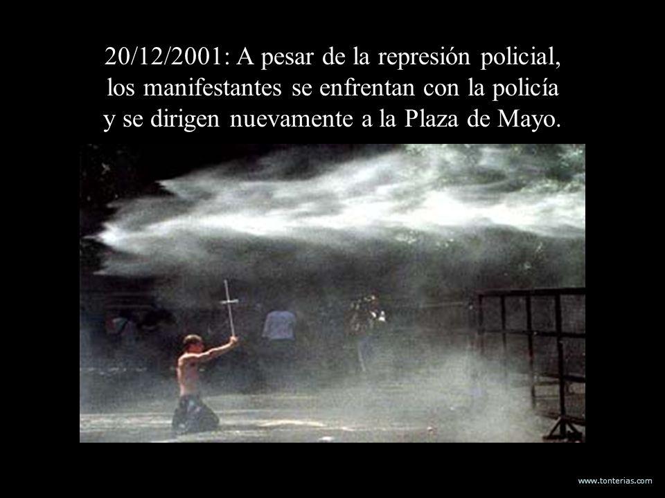 www.tonterias.com 20/12/2001: A pesar de la represión policial, los manifestantes se enfrentan con la policía y se dirigen nuevamente a la Plaza de Ma