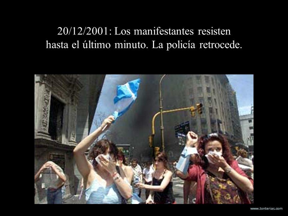 www.tonterias.com 20/12/2001: Los manifestantes resisten hasta el último minuto. La policía retrocede.
