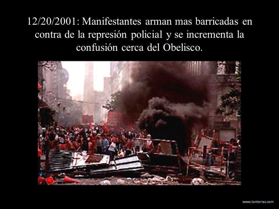 www.tonterias.com 12/20/2001: Manifestantes arman mas barricadas en contra de la represión policial y se incrementa la confusión cerca del Obelisco.