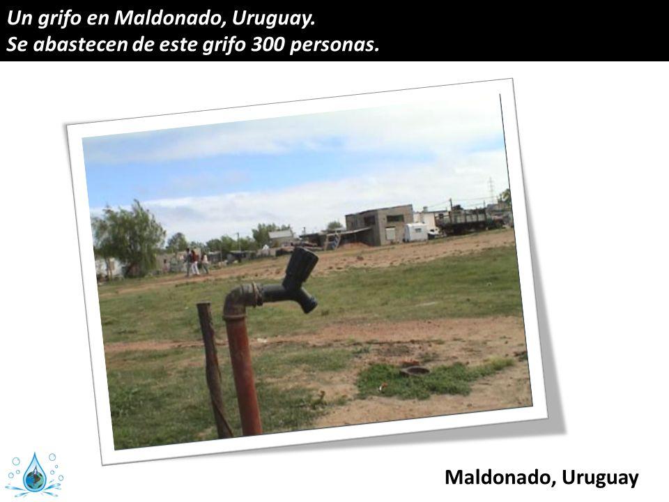 Un grifo en Maldonado, Uruguay. Se abastecen de este grifo 300 personas. Maldonado, Uruguay