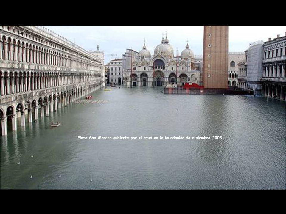La ciudad de Venecia siempre se ha enfrentado a una batalla con las inundaciones provenientes del agua de la laguna Veneciana y el Adriático.