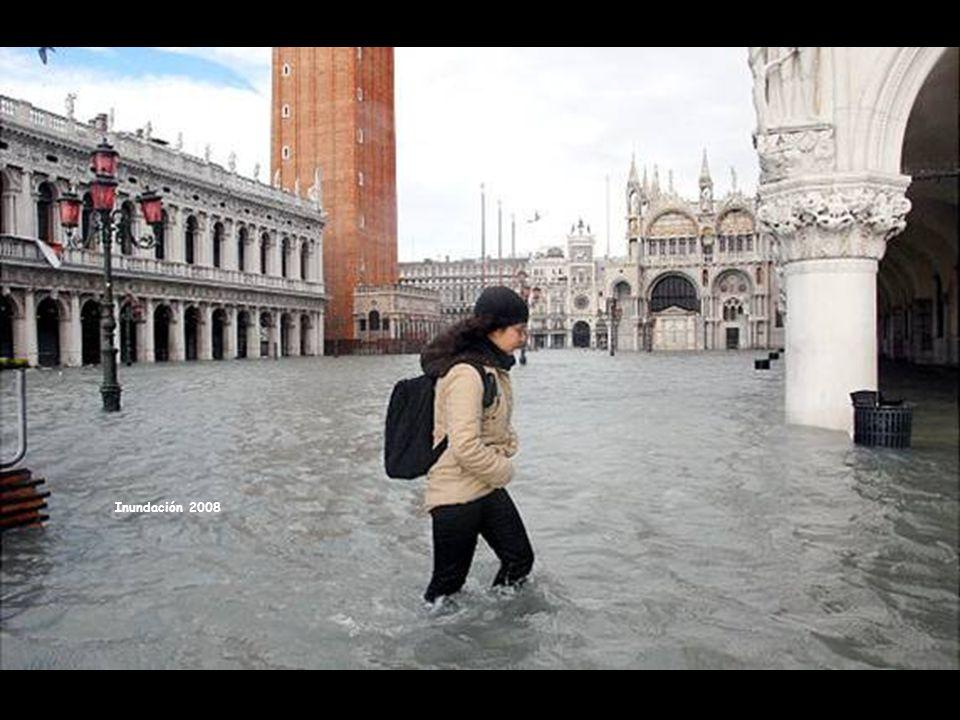 Plaza San Marcos cubierta por el agua en la inundación de diciembre 2008