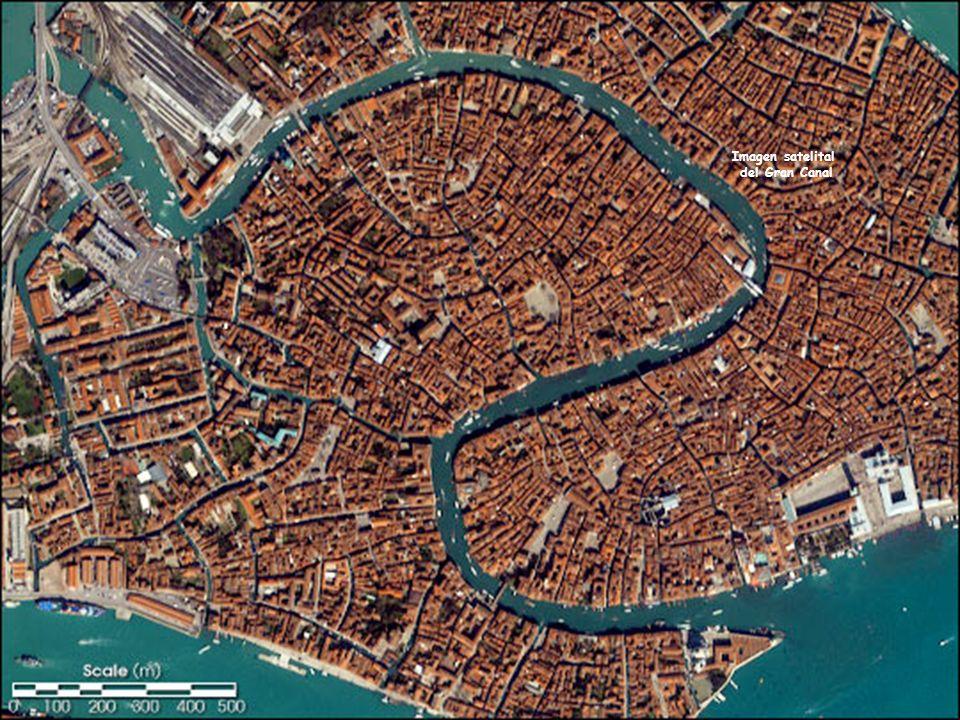 Lo que siempre ha llamado la atención de Venecia, aparte de sus hermosos palacios y refinado arte, es que no tiene calles.